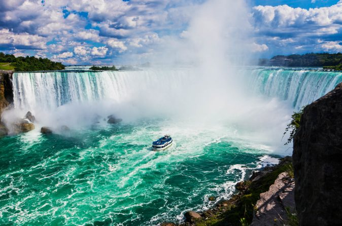 Niagara-Falls-on-a-Sunny-Day